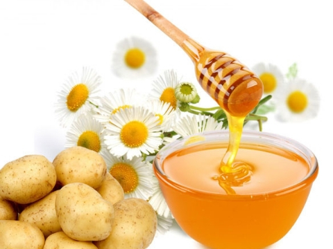 Potato with Pure Honey to Remove Dark Circles